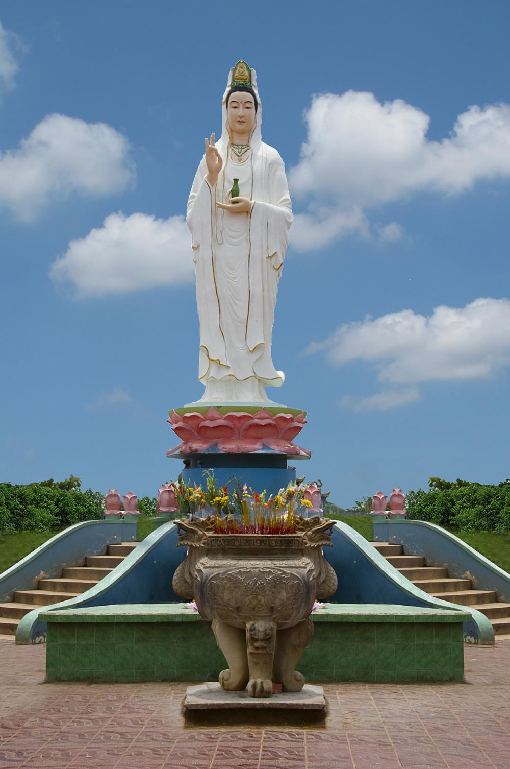 Ảnh 30. Tôn tượng Bồ tát Quán Thế Âm